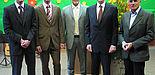Foto (Christian Hüls): Freuten sich über die Ehrungen: Prof. Dr. Sebastian Braun, die Preisträger Marc Kukuk und Oliver Grote sowie Hans Laven, Vorstandsvorsitzender der Sparkasse Paderborn und Prof. Dr. Heinz Liesen (v. li.).