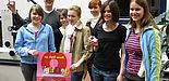 """Foto (Christiane Bernert): Diplom-Informatiker Sven Kreft beschäftigte sich beim Girl`s day an der Uni Paderborn mit der so genannten """"erweiterten Realität"""". Bevor Handys in die Produktion gehen, werden sie am Bildschirm designt. Das fanden unter an"""