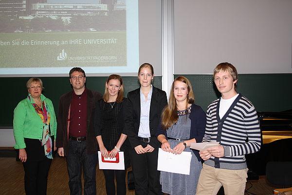 Foto (Universität Paderborn, Maren Büttgen): Verleihung der Preise für besonderes Engagement der Gewerkschaft Erziehung und Wissenschaft und der Preise für ausgezeichnete Abschlussarbeiten der UNITY AG (von links): StD' Gudrun Kallenbach (Vorstand P