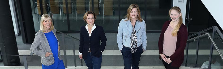 Mitarbeiterinnen der Stabsstelle Marketing (v.l.):  Ramona Wiesner, Dr. Christina Cramer, Nicola Danielzik und Leonie Oberheuser.