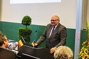 Foto (Universität Paderborn, Johannes Pauly): Der Botschafter des Königreichs Belgien, Ghislain D'hoop, referierte über Belgien und die EU.