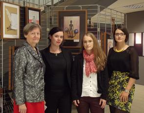 Foto: (v. l.) Die Museumsleiterin Dr. Katharina Neufeld, Dr. Sarah Kass, Anika Schediwy und Anastasia Buller eröffneten die Ausstellung mit einem feierlichen Grußwort (Foto: Annika Becker).