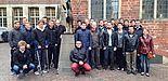 Abbildung: Die Exkursions-Teilnehmer mit Prof. Dr.-Ing. Elmar Moritzer bei den Bremer Stadtmusikanten.