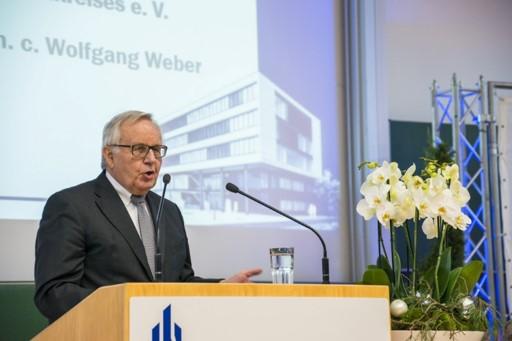 Foto (Universität Paderborn): Prof. Dr. Dr. h. c. Dr. h c. Wolfgang Weber, Altrektor und langjähriges Mitglied der Fakultät für Wirtschaftswissenschaften und im Paderborner Hochschulkreis (PHK), hielt die Laudatio zur Verleihung der PHK-Ehrenmitglieds