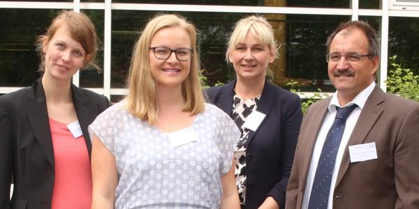 Foto: Simone Volgmann, Nina-Madeleine Peitz, Dr. Petra Frehe, Prof. Dr. H.-Hugo Kremer (v. l.).