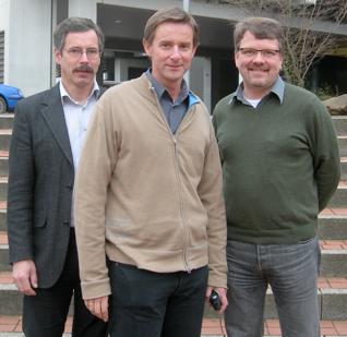 Foto (v. li.): Prof. Dr.-Ing. Ulrich Hilleringmann (Universität Paderborn), Prof. Dr. Peter Glösekötter (Fachhochschule Münster) und Prof. Dr. Reinhart Job (Fernuniversität Hagen)