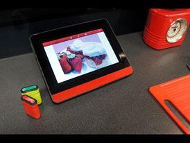 Abbildung: Der Tablet-PC registriert alle Aktivitäten beim Kochen und bietet den Lernenden unterstützend audiovisuelle Hilfe an.