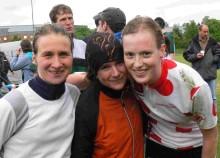 Foto: Das erfolgreiche Paderborner Staffel-Team mit (v. l.) Karin Schmalfeld, Alexandra Müller und Elisa Dresen.