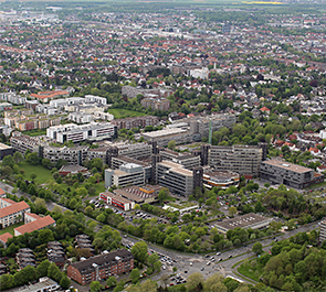 Paderborn University, aerial central location from Southeast (05/11/2015), link to large photo (JPG, 5,7 MB)